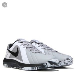 Never been worn Nike Mavins